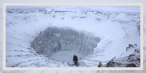 Photo d'un cratère dans le sol gelé